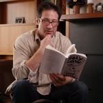 Llega la primera novela de David Duchovny, 'Holy Cow'. Sorteo de un ejemplar + camiseta.