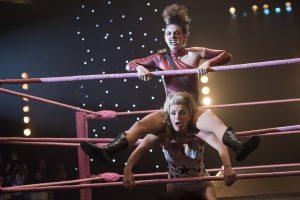 GLOW: Luchadoras dentro y fuera del ring