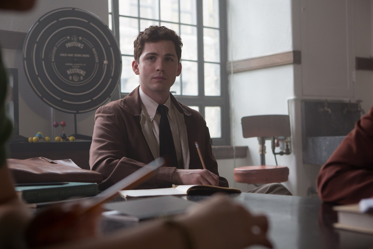 logan-lerman-indignacion-indignation